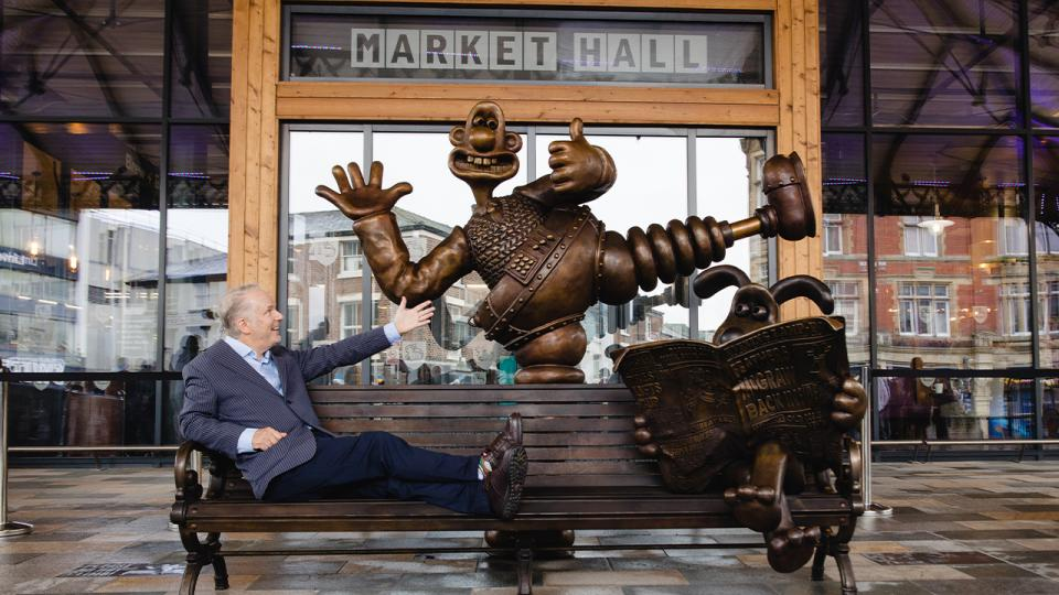 Wallace & Gromit bench unveiled in Preston!